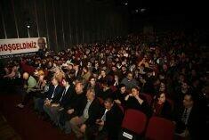 Kartalspor'lu oyuncular Tiyatro etkinliğine katıldı.