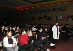 """Ahmet Şimşek'te """"Sen Kimsin?"""" İsimli Seminer Düzenlendi."""