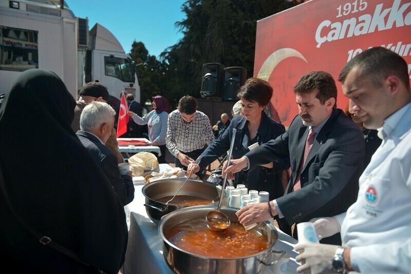 Maltepe'de Çanakkale Zaferi'nin anısına ekmek ve hoşaf ikram edildi