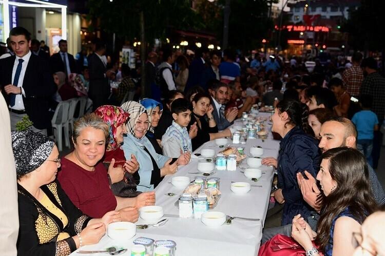 Sancaktepe'li Ramazanı doyasıya yaşıyor