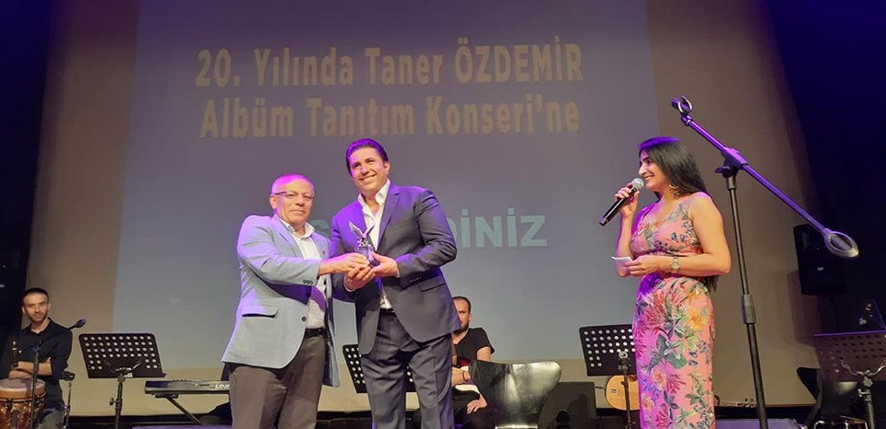 TANER ÖZDEMİR'DEN 2O.SANAT GECESİ