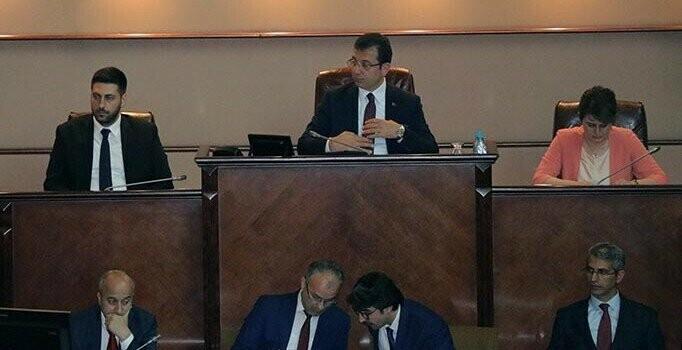 Ekrem İmamoğlu başkanlığında toplanan İBB Meclisi'nde borç tartışması