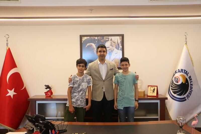 Kartallı LGS birincileri Başkan Gökhan Yüksel'i ziyaret etti