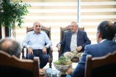 Ümraniye Belediye Başkanı İsmet Yıldırım, Fenerbahçe Spor Kulübü Eski Başkanı Aziz Yıldırım'ı makamında ağırladı.