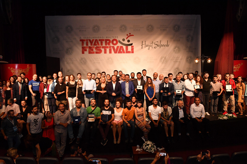 Tiyatro Festivali'ne ödüllü final