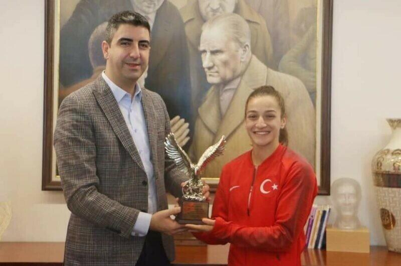 Kartal'ın Gururu Çakıroğlu'dan Olimpiyatlarda Gümüş Madalya