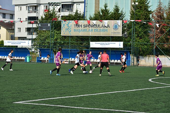 Tuzla'da 30 Ağustos Zafer Bayramı'na Özel Kadınlar Futbol Turnuvası Düzenlendi